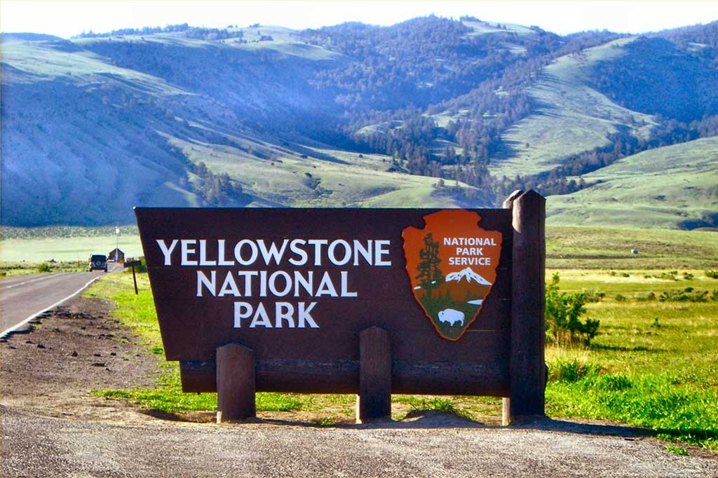 Yellowstone National Park (Vacation Travel Guide)